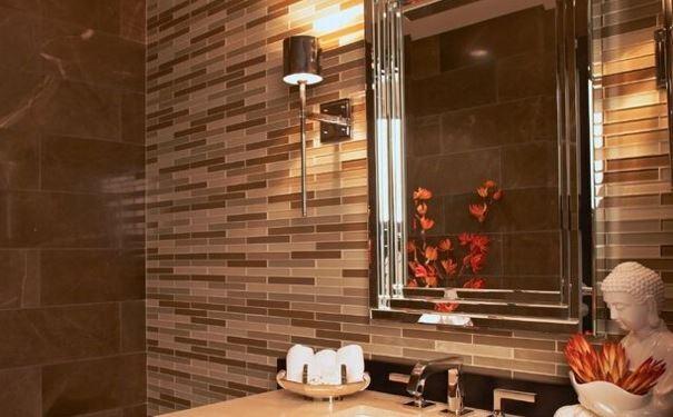 為了方便我們洗漱,一般我們會在衛生間里安裝鏡子,廁所鏡子的擺放在風水上是有原則的,下面我們來看看廁所鏡子的擺放風水。