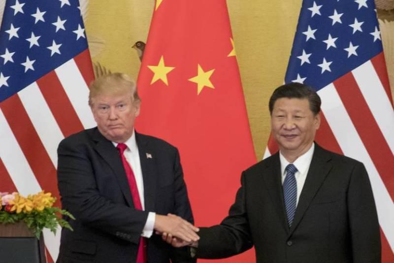 Trump y Xi dándose la mano