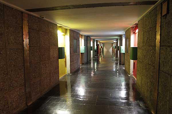 マルセイユのユニテ・ダビタシオン|ホテル「ル・コルビュジエ」廊下