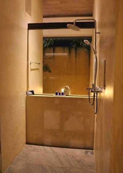 ジェットウィング・ラグーン|デラックスルーム シャワー(バスルーム内)