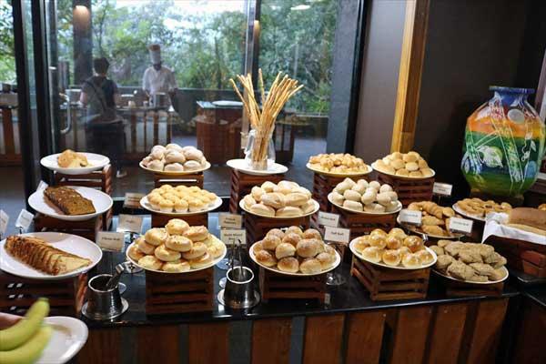 ヘリタンスカンダラマ|カンチャナ レストラン「ビュッフェ・朝食パン」(シギリヤウィング6階)