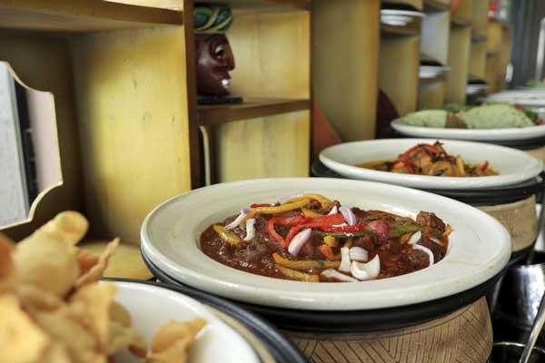 ヘリタンスカンダラマ カンチャナ レストラン「ビュッフェ・朝食」(シギリヤウィング6階)