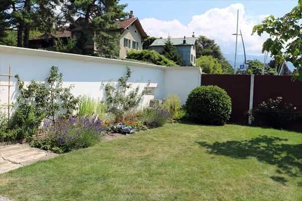 レマン湖畔の小さな家(湖の家)の庭/ル・コルビュジェ建築/スイス