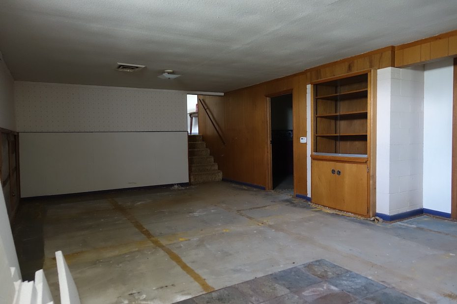 As you last remember, the combination Living / Dining area was a gloomy and non-descript.