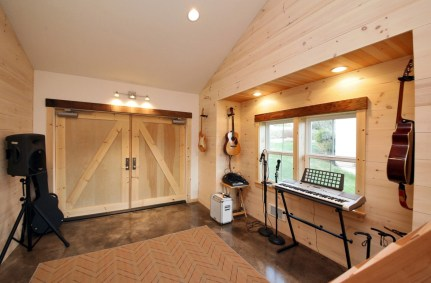 Farm Style Private Music Studio At Home
