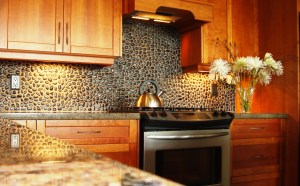 The Wall of The Boulder With A Black Color Warm and Enjoyable Kitchen