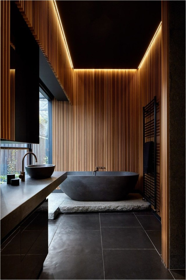 Black And Wood Wall Cozy Bathroom