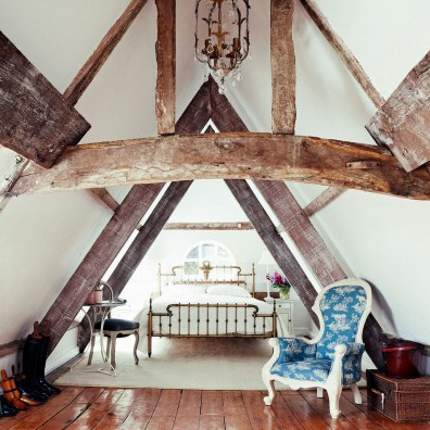 Roof Bedrooms With Large Wooden Pillars