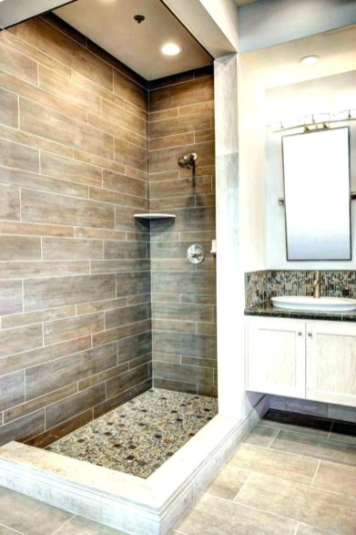 Small Beautiful Bathroom With Dividers