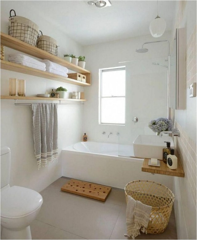Wood An Whaite Rustic Bathroom