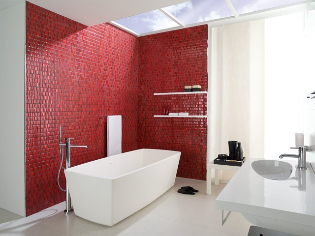 Bathroom for All-White Style House Design
