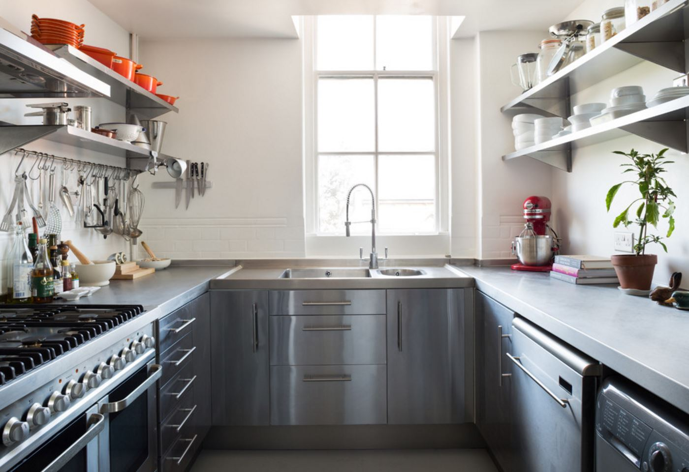 Integration-Interconnection for Charming Small Kitchen Design