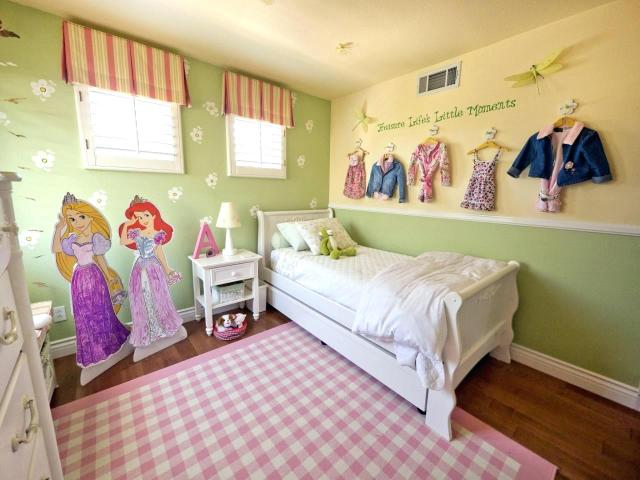 Color Matching for Girls' Bedroom with Fairytale Theme