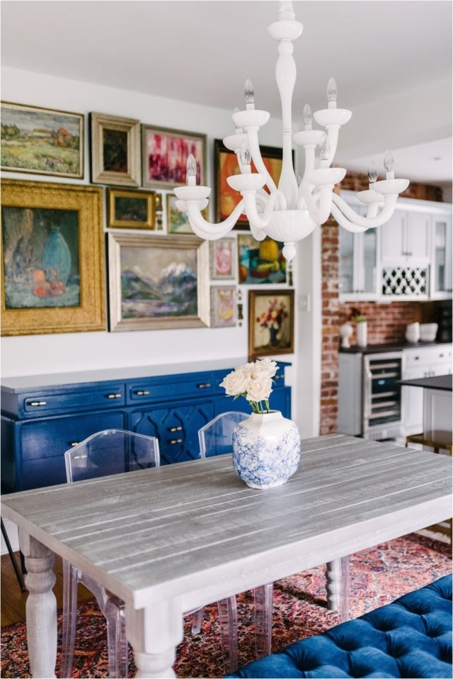 Vintage Dining Room With Wall Frame Decorations