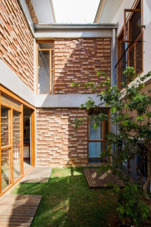 Limited Land for Home Yard Design that Has Charming Impressions