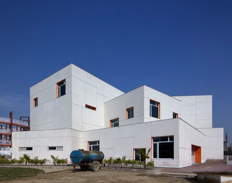 MPH at DPS NOIDA by r+d Studio