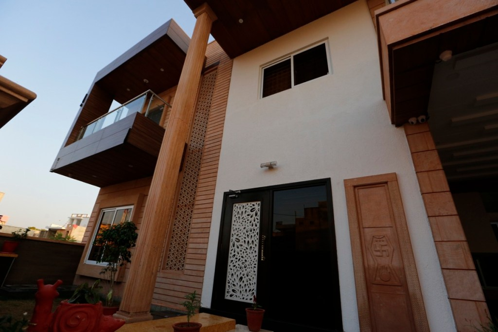 Ravi and Nupur Architects 2