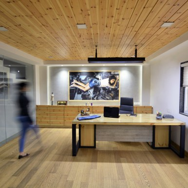 11 MD Room with maple battens on the ceiling and wooden flooring creating a warm rich feeling