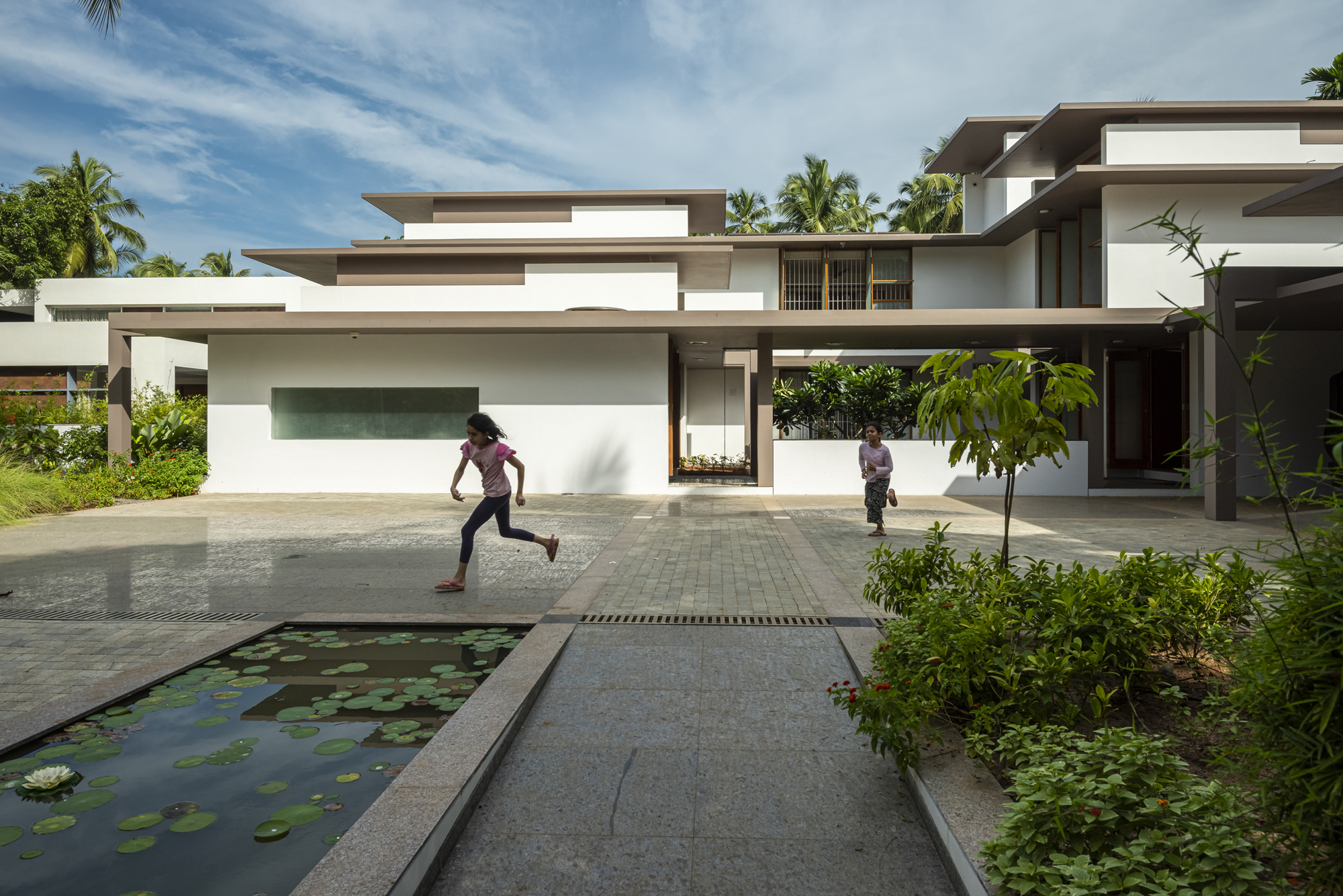 The House Within The Grid, at Thrissur, Kerala, by LIJO.RENY.architects 7
