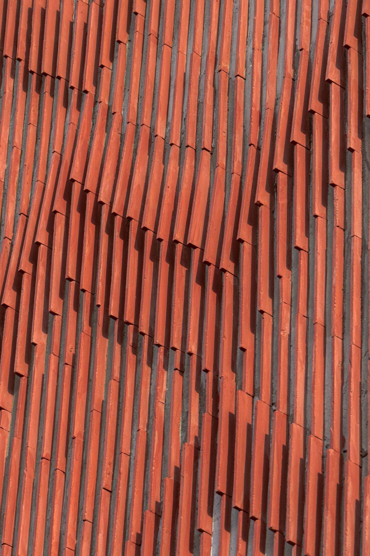 Clay roof tiles façade to minimize heat gain and has decorative function, at Vadodara, by Manoj Patel Design Studio 63