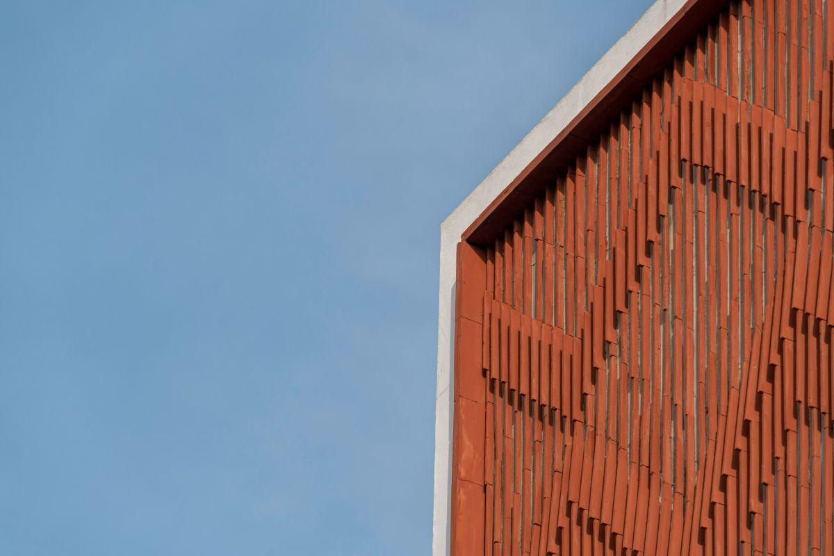 Clay roof tiles façade to minimize heat gain and has decorative function, at Vadodara, by Manoj Patel Design Studio 76