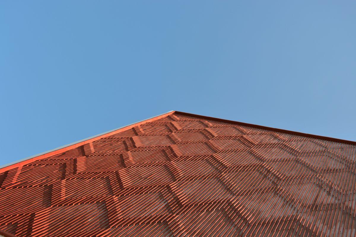 Clay roof tiles façade to minimize heat gain and has decorative function, at Vadodara, by Manoj Patel Design Studio 79