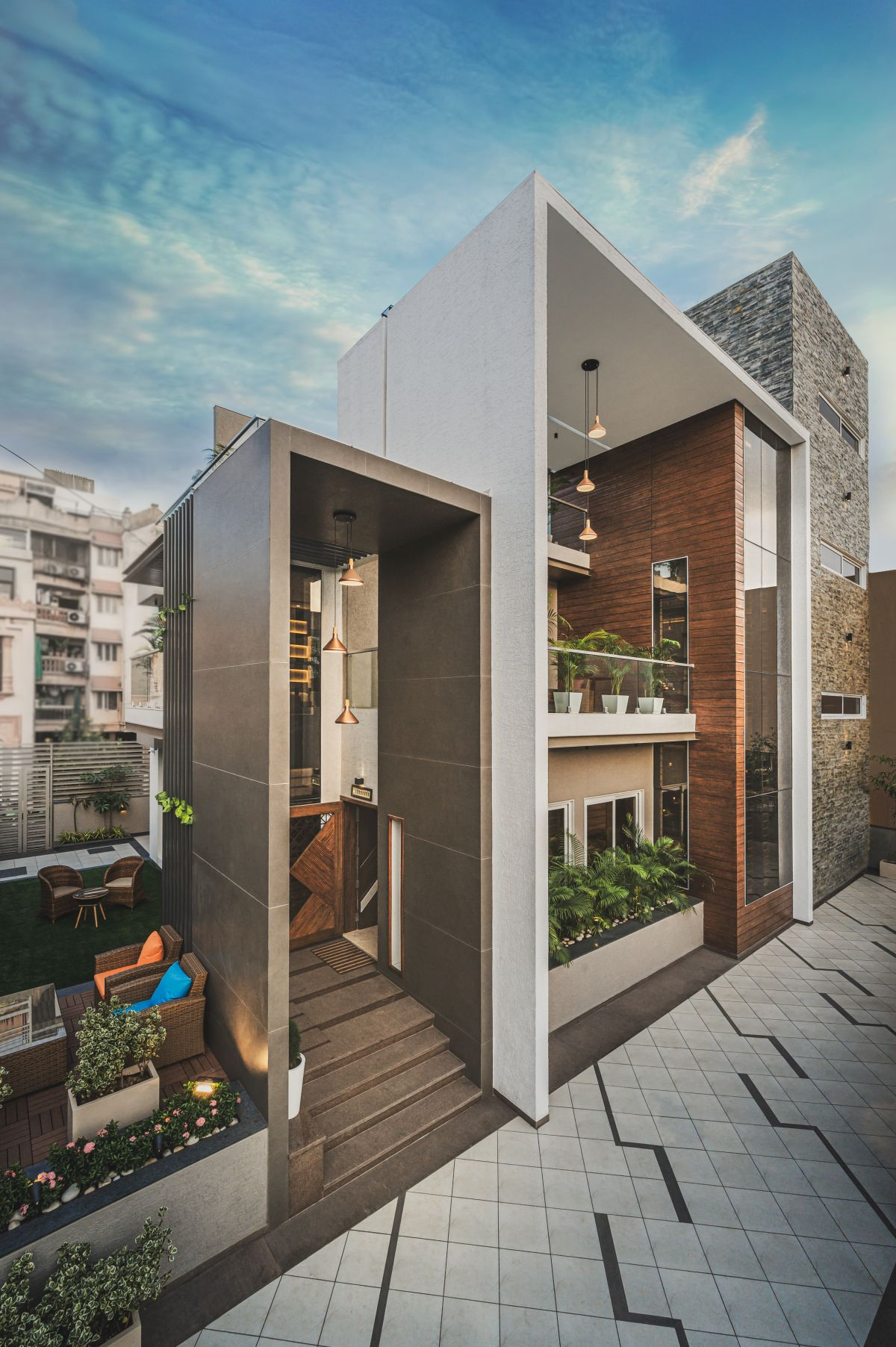 URBANFRAME HOUSE, at AHMEDABAD, by Shayona Consultant 1