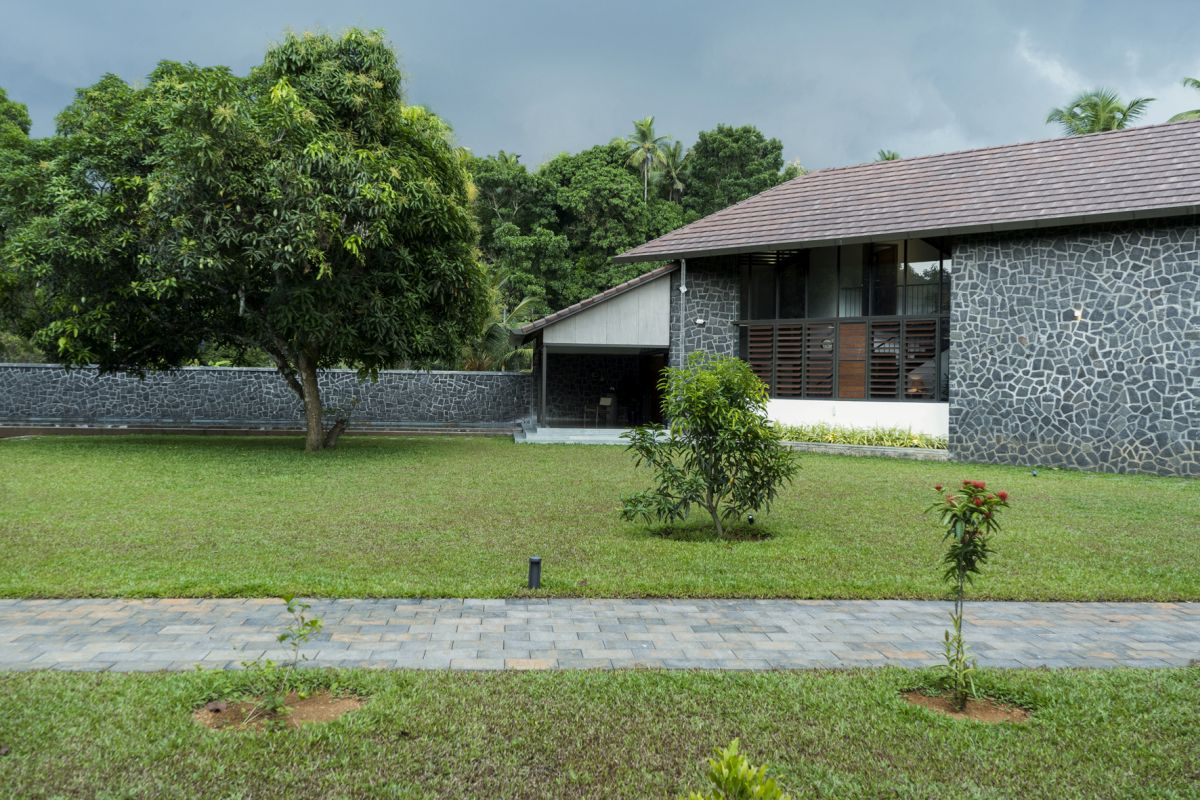 Dr Maani House 2020, at Koothattukulam, by RGB Architecture Studio 24
