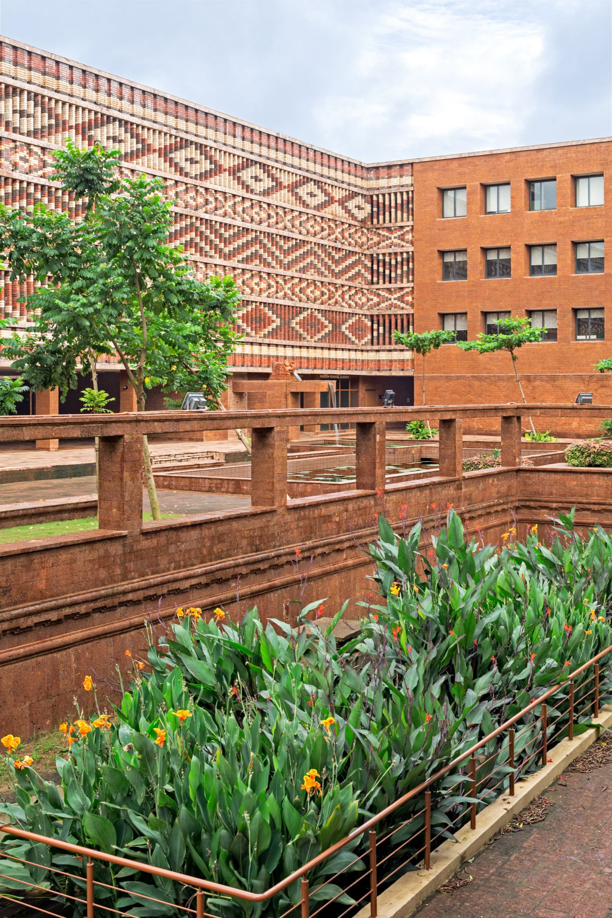 Krushi Bhawan   150 Local Artisans Come Together to Craft a Civic Building in India, by Studio Lotus 32