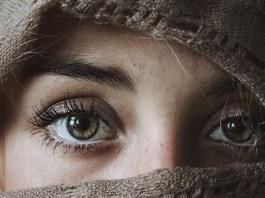 tajemnicze oczy kobiety