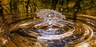 spadająca kropla wody