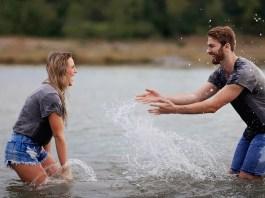 szczęśliwa para w wodzie