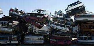 samochody na złomowisku na sprzedaż