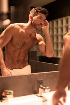 Valerio in bagno.