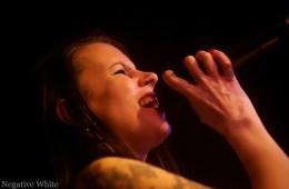 Nicole Kammermann sang sich durch 20 Jahre Bandgeschichte – nicht nur für Bruno (Sacha Saxer)