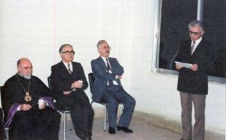 Գրիգոր Շահինեան կը զեկուցէ. կողքին Գարեգին Բ. վեհափառ հայրապետը, Ոսկեբերան Արզումանեանը եւ Ժիրայր Դանիէլեանը