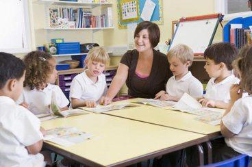 Ուսուցանելու նոր մեթոտներ շատ աւելի կ՛ընդգրկեն քննարկումներ եւ խոյզեր, քան` ուղղակի ուսուցանելու ձեւեր:
