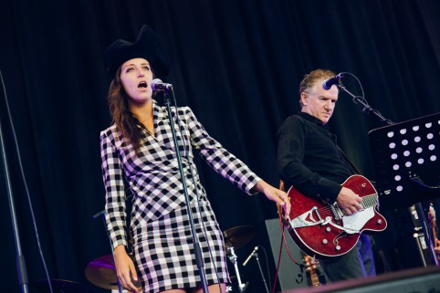Sophia Brous performing with Mick Harvey