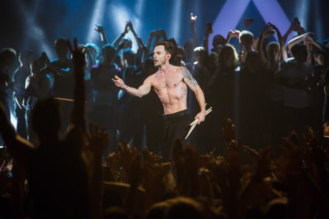 Shannon Leto flings out drumsticks