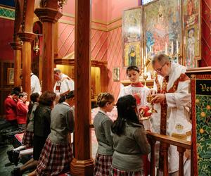 498 Communion Holy