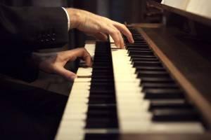 LMT Organist hands