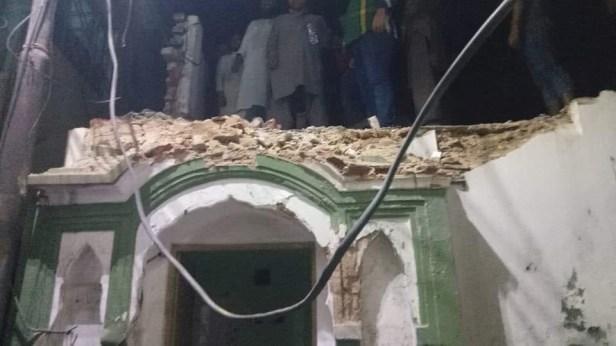 احمدی مسلمانوں کی مسجد پر غیر احمدی مولوی غنڈوں کا حملہ ۔ Attack on Ahmadiyya Mosque  (Masjid Mubarak) in Sialkot by Non Ahmadi Mullahs