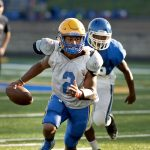 Seymour's Jaylen Kelley runs to the outside during their scrimmage against Crosby Wednesday at Seymour High School.  Jim Shannon Republican American