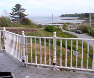 After 30 hilly miles on a bike, comfortable porch chairs and a relaxing ocean view at Craignir Inn in Spruce Head, Maine, were welcome. Credit: EasternSlopes.com