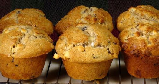This week, Republican-American photojournalist and home cook prepares cranberry and white chocolate jumbo muffins in his What's For Dinner video blog.