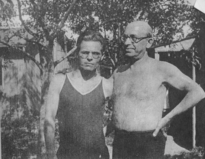 Nestor Makhno (à gauche) et l'anarchiste américain Alexander Berkman, en France (1927)