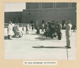 The press photographs the President.
