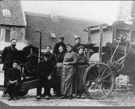 La machine à battre les blés de la ferme des Moineaux/Hof ter Musschen à Woluwe-Saint-Lambert (vers 1912)