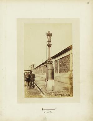 Colonne lumineuse-urinoir (1872) | Lantaarnpaal-urinoir (1872)