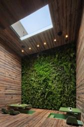 Tori-Tori-Restaurant-Minimalist-Design-green-wall
